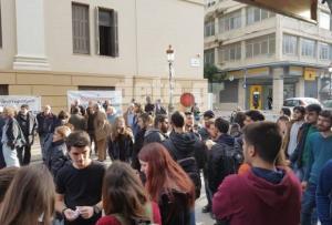 Διαμαρτυρία και στο Ειρηνοδικείο της Πάτρας για τους πλειστηριασμούς [pics]