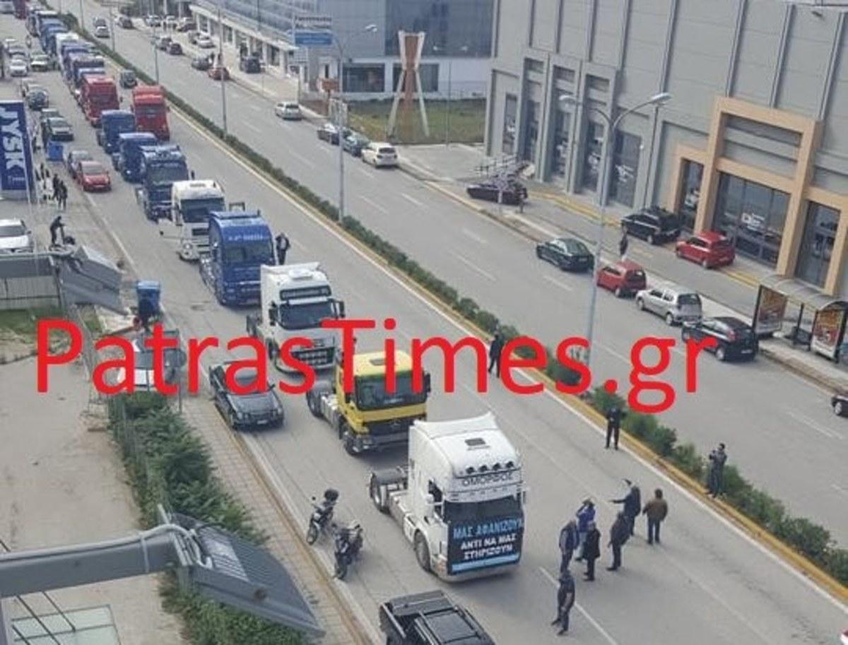 Πάτρα: Έκαναν πορεία με τα φορτηγά τους! [vids] | Newsit.gr