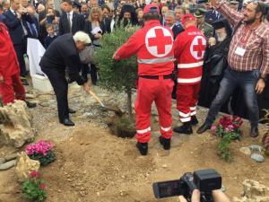 Στη Σητεία ο Παυλόπουλος – Φύτεψε ελιά για την Ειρήνη [pics]