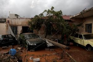 Μόνο εικόνες! Καρέ – καρέ η καταστροφή στην Μάνδρα, τη Νεα Πέραμο και την Μαγούλα