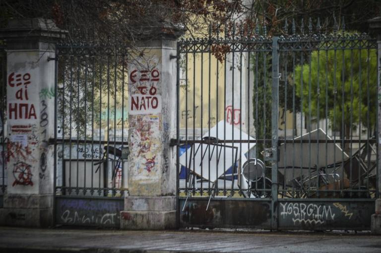 Πολυτεχνείο: Η κατάληψη συνεχίζεται, οι πόρτες παραμένουν κλειστές   Newsit.gr