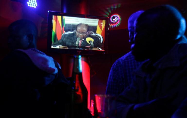 Αιφνιδίασε τους πάντες! Δεν ανακοίνωσε παραίτηση ο πρόεδρος της Ζιμπάμπουε   Newsit.gr
