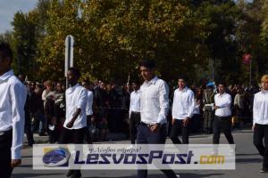 Ασυνόδευτα προσφυγόπουλα έκαναν παρέλαση για την απελευθέρωση της Μυτιλήνης