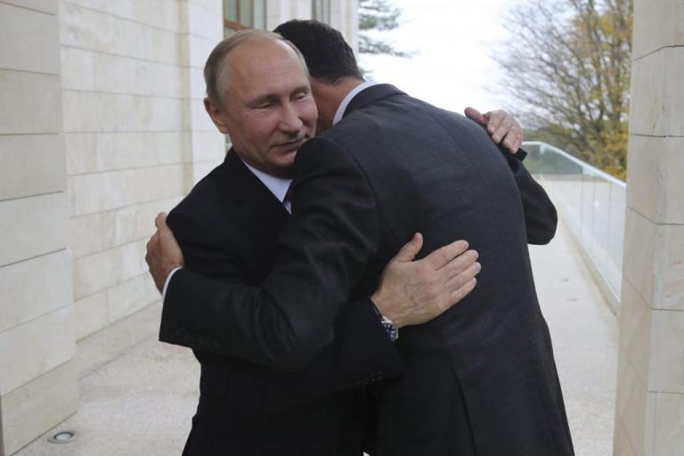 Ο Άσαντ έπεσε (κυριολεκτικά) στην αγκαλιά του Πούτιν [pics, vids] | Newsit.gr