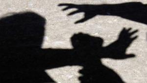 Χαροπαλεύει μετά τον άγριο βιασμό σε παιδική χαρά