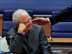Σόιμπλε: Απαγόρευσε το Twitter στους γερμανούς βουλευτές!