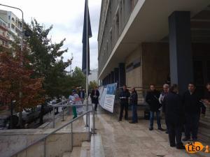 Θεσσαλονίκη: Το βιολί τους – Οπαδοί του Αρτέμη Σώρρα στα δικαστήρια υπό βροχή [pics]