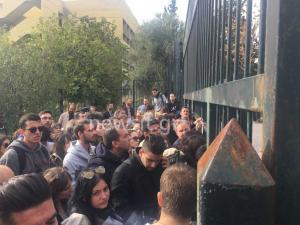 Φοιτητές και ΟΛΜΕ έξω από το υπουργείο Παιδείας