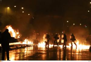 """Θεσσαλονίκη: """"Εκρηκτικό"""" βράδυ μετά από την πορεία για το Πολυτεχνείο – Δύο συλλήψεις"""