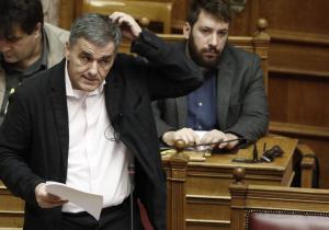 Κοινωνικό Μέρισμα στη Βουλή: Ο «Αγιος Βασίλης» Τσίπρας και τα «ματωμένα πλεονάσματα»
