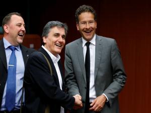 «Κόκκινα» δάνεια και αποχή συμβολαιογράφων στο επίκεντρο του Eurogroup