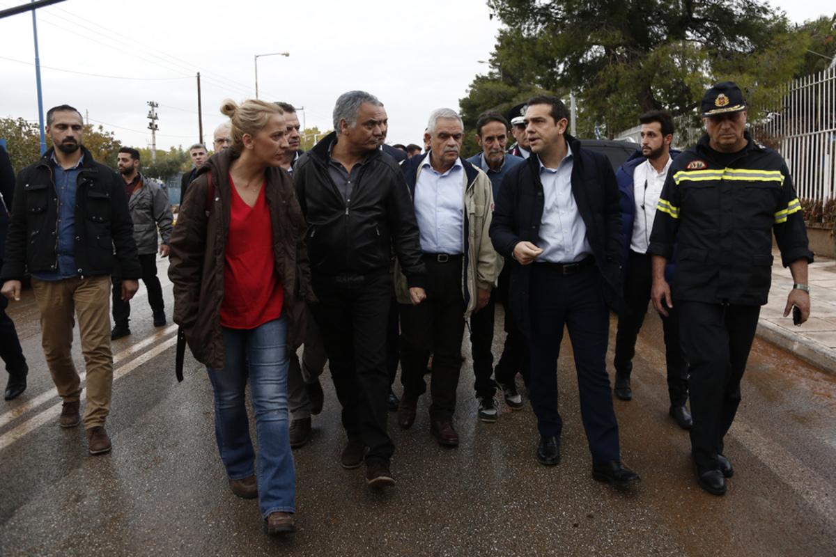 Αποτέλεσμα εικόνας για Δήμαρχος Μάνδρας: Τσίπρας και Δούρου δεν μπήκαν μέσα στην περιοχή να δουν τις καταστροφές