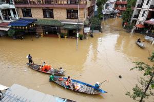 Βιετνάμ: Τουλάχιστον 106 νεκροί από το σαρωτικό πέρασμα του τυφώνα Ντάμρεϊ [pics]