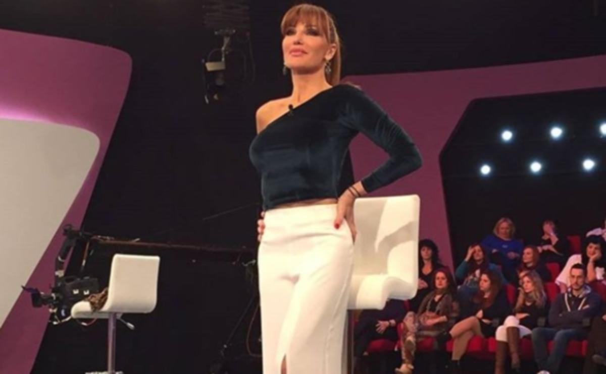 Σκληρή κριτική για την Βίκυ Χατζηβασιλείου: «Μία γυναίκα που παρουσιάζει τον πόνο, ντύνεσαι σαν…» | Newsit.gr