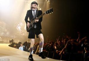 Πέθανε ο θρυλικός κιθαρίστας των AC/DC