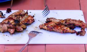 Προσοχή με το χοιρινό κρέας: Συνδέεται με καρκίνο και κίρρωση στο συκώτι – Τι πρέπει να ξέρετε