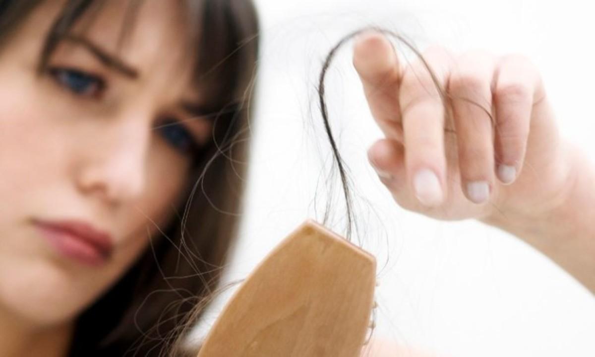 Αυτές είναι οι πέντε βασικές αιτίες που έχετε τριχόπτωση | Newsit.gr