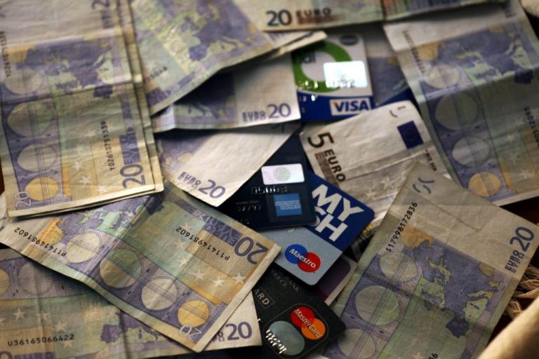 Ιωάννινα: Έκλεψε πιστωτικές από σπίτι και έκανε ανάληψη σαν κύριος!