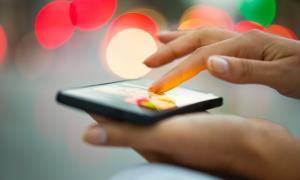 Παίρνουν πίσω το χαράτσι 2% αλλά μόνο για τα κινητά