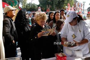 Κρήτη: Ουρές για δωρεάν λουκουμάδες – Οι νεαροί που γλύκαναν μικρούς και μεγάλους [pics]