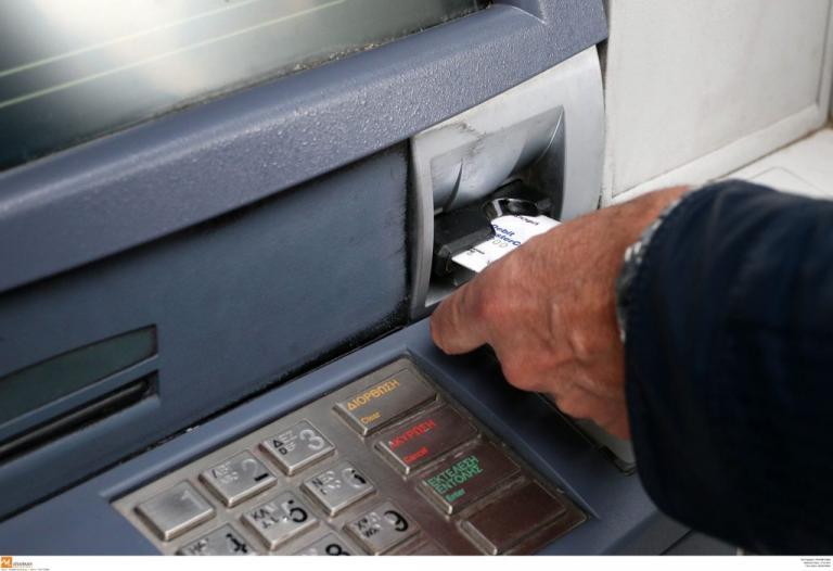 Θεσσαλονίκη: Του βούτηξαν τα λεφτά μόλις τα έβγαλε από ΑΤΜ | Newsit.gr