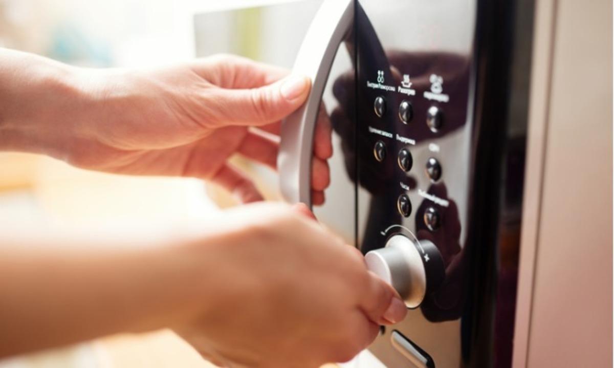 Γιατί να ΜΗΝ λειτουργείτε τον φούρνο μικροκυμάτων άδειο – Προσοχή! | Newsit.gr