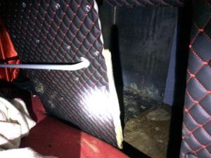 Έκρυψαν 6 μετανάστες στο κάτω μέρος του λεωφορείου [pics]