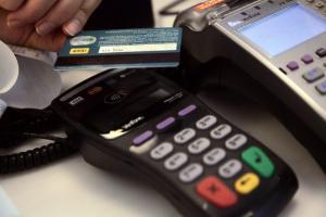 Κρήτη: Ψώνιζε για τα Χριστούγεννα με κλεμμένες πιστωτικές