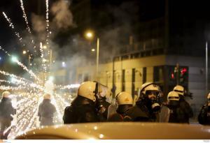 Θεσσαλονίκη: Οι καταστροφές των επεισοδίων – Έσπασαν μέχρι τριπλές κλειδαριές και σιδερένιες πόρτες [vids]
