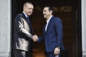 Ερντογάν στην Αθήνα: Οι.. ιδεολογικές εμμονές και οι γέφυρες – Η συζήτηση με τον Τσίπρα