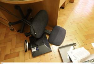 Θεσσαλονίκη: «Ντου» κουκουλοφόρων στα γραφεία της ΕΣΗΕΜ-Θ [pics]