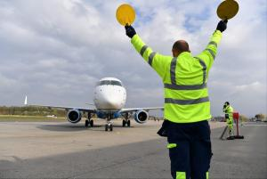 Τρόμος για 25 επιβάτες! Αεροπλάνο βγήκε εκτός διαδρόμου