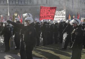 Αυστρία: «Έξω οι ναζί»! Χαμός στην ορκωμοσία της κυβέρνησης με συμμετοχή της ακροδεξίας