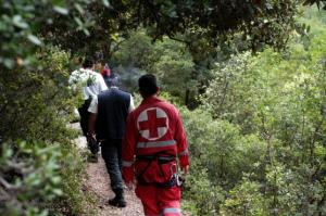 Αργολίδα: Επιχείρηση για σοβαρά τραυματισμένο αεροπτεριστή – Έπεσε σε χαράδρα 150 μέτρων