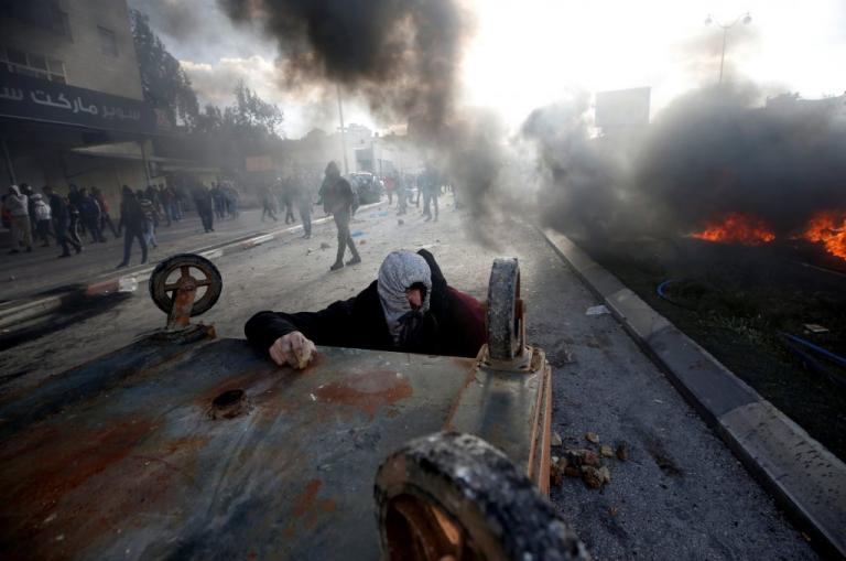 Χάος και αίμα στη Μέση Ανατολή – 17 τραυματίες από πλαστικές σφαίρες και πραγματικά πυρά