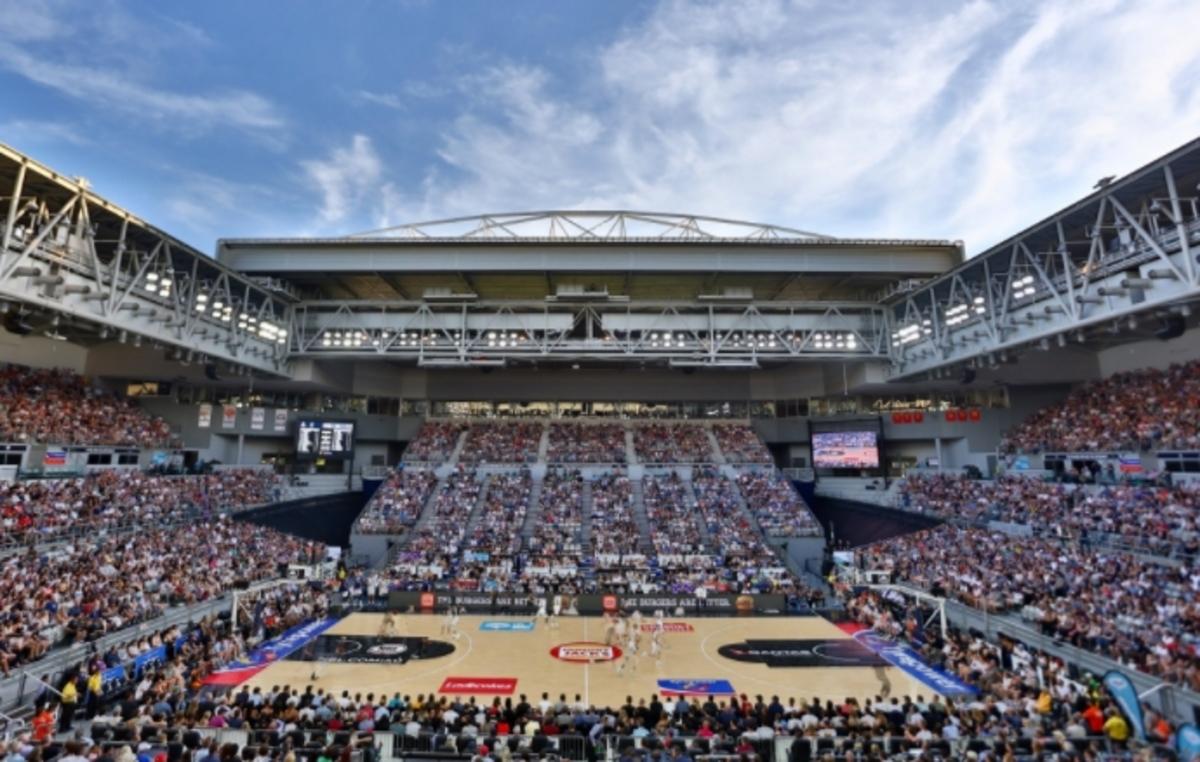Εκπληκτική εικόνα! Άνοιξαν την οροφή για το μπασκετικό ματς [vid] | Newsit.gr