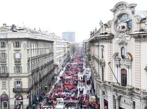 Μεγάλη αντιφασιστική πορεία στην Ιταλία