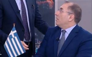 Έκανε… έπαρση σημαίας σε τηλεοπτικό στούντιο ο Δημήτρης Καμμένος