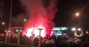 Παναιτωλικός – Ολυμπιακός: «Ερυθρόλευκοι» οπαδοί υποδέχθηκαν την αποστολή στο Αγρίνιο [pics, vid]