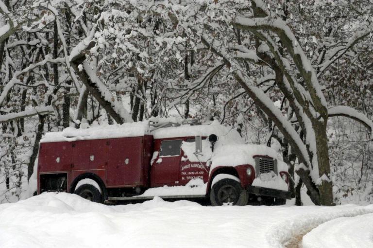 Αχαΐα: Το χιόνι εγκλώβισε 6μελή οικογένεια – Επιχείρηση της Πυροσβεστικής | Newsit.gr
