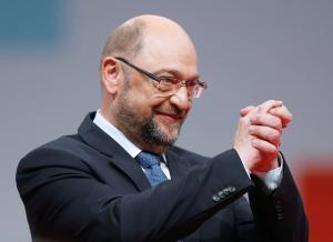 «Παρακάλια» Σουλτς στα μέλη του SPD: Δώστε το πράσινο φως για συνεργασία με Μέρκελ
