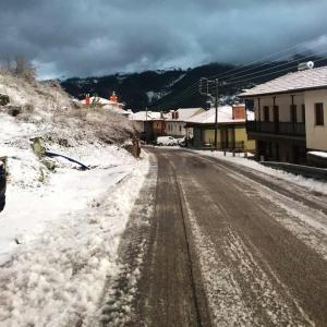 Χιόνια στον νομό Ιωαννίνων – Στα λευκά Μέτσοβο, Ζαγόρι και Κόνιτσα [pics]