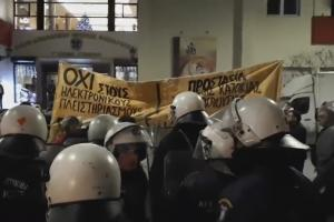 Θεσσαλονίκη: Ένταση και… αυγά για την πρόεδρο των συμβολαιογράφων [vid]