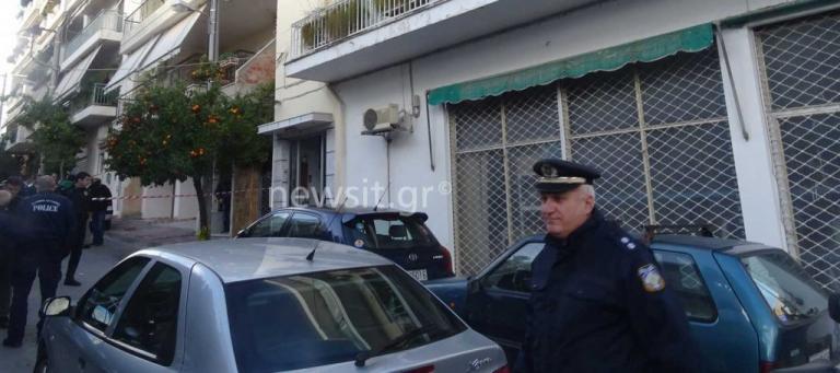 Αστυνομικός σκότωσε την οικογένειά του και αυτοκτόνησε στους Αγίους Αναργύρους | Newsit.gr