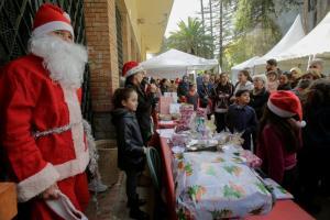 Άνοιξε Χριστουγεννιάτικη αγορά στο Αλγέρι! Μουσουλμάνοι βγάζουν… selfie με τον Άγιο Βασίλη [pics]