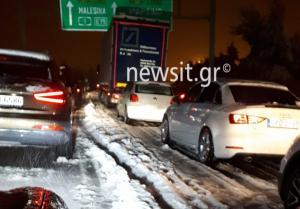 Ατέλειωτο μαρτύριο στην παγωνιά για εκατοντάδες οδηγούς στην Αθηνών – Λαμίας! Άρχισε ο απεγκλωβισμός τους στο Μαρτίνο
