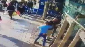 Βίντεο σοκ! Παλαιστίνιος καρφώνει το μαχαίρι σε Ισραηλινό – Ένταση δίχως τέλος στην Ιερουσαλήμ