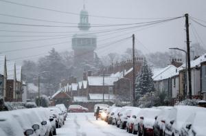Χάος στη Βρετανία από τη σφοδρή χιονόπτωση! Μαζικές ακυρώσεις πτήσεων [pics]