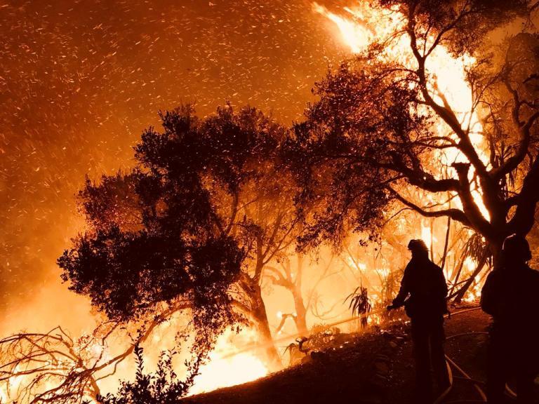 «Πύρινος εφιάλτης» στην Καλιφόρνια – Εκκενώνονται σπίτια   Newsit.gr