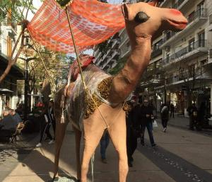 Τι κάνουν τρεις καμήλες στο κέντρο της Θεσσαλονίκης;